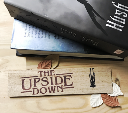 Punto de libro de madera The Upside Down - Double Project