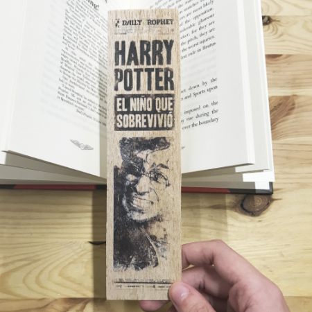 Punto de libro de Madera Periódico Harry - Double Project