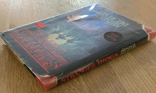 Libro Stranger Things Mundos del revés: La Guía oficial