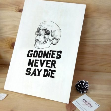 Lámina Madera Goonies never say die | Double Project