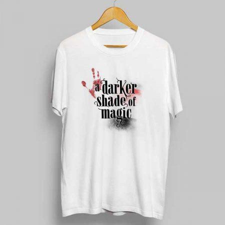 Camiseta a darker shade of magic