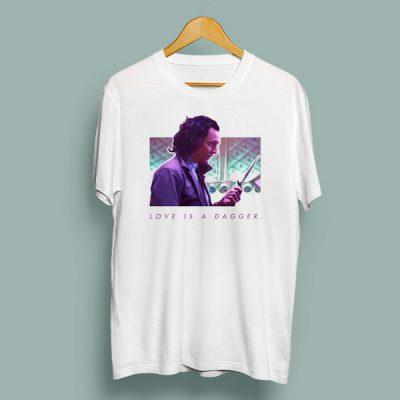Camiseta love is a dagger